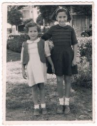 Tamara & Shulamith Minz, Tel Aviv 1954